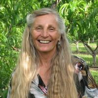 Caroline Metzler - Links to Friends